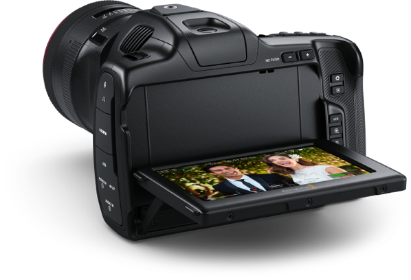 https://images.blackmagicdesign.com/images/products/blackmagicpocketcinemacamera/landing/lcd/camera3@2x.png?_v=1613535977